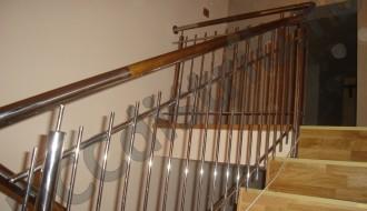 Balustradă inox cu model și inserție din lemn